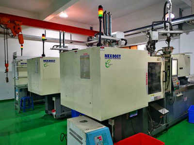 High speed injection molding machine for micro molding