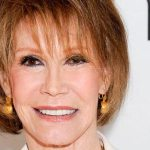 Mary Tyler Moore Plastic Surgery – Facelift Gone Wrong
