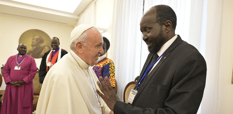 pope-francis-kisses-feet-of-south-sudanese-political-leaders-to-encourage-peace