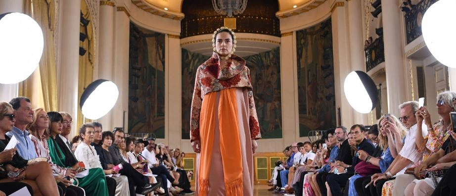 mexicans-hail-paris-designer-amid-cultural-appropriation-row