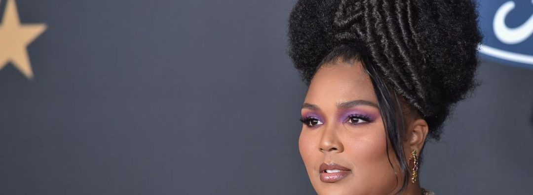 """""""SINGLE""""- Lizzo Debunks Dating Rumours With Mystery Man"""