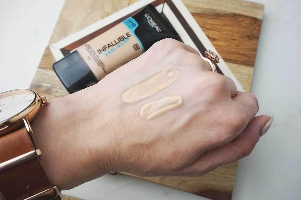 These swatches show how the L'Oréal Pro Glow oxidizes. The left swatch was applied a few minutes before the right swatch. Both are shade 203.