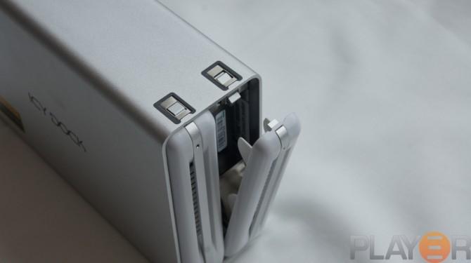 Icy Dock MB662U3-2S HDD Install 3