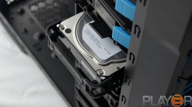 Thermaltake Chaser A31 HDD Being Fitted