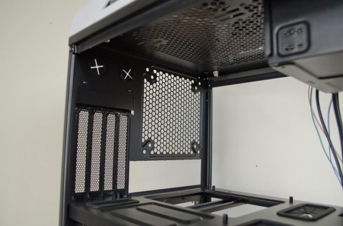 AeroCool Strike X Cube Interior rear