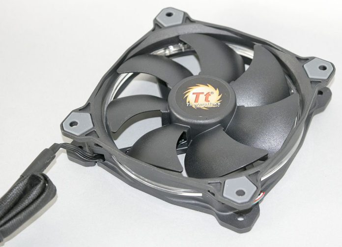 Thermaltake Riing 120 RGB 120mm Fan 4