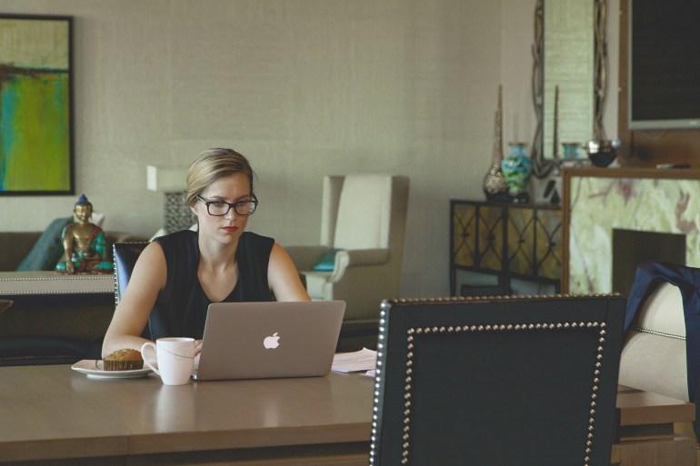 寫對正式的商用英文,巨匠美語評價分析職場應對超得體!