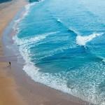 Vista aérea de la orilla del mar de Calblanque