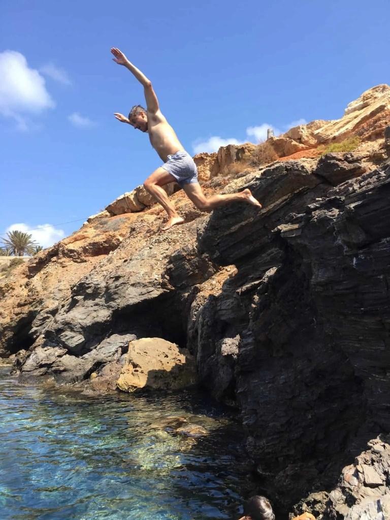saltando desde el caÑonero
