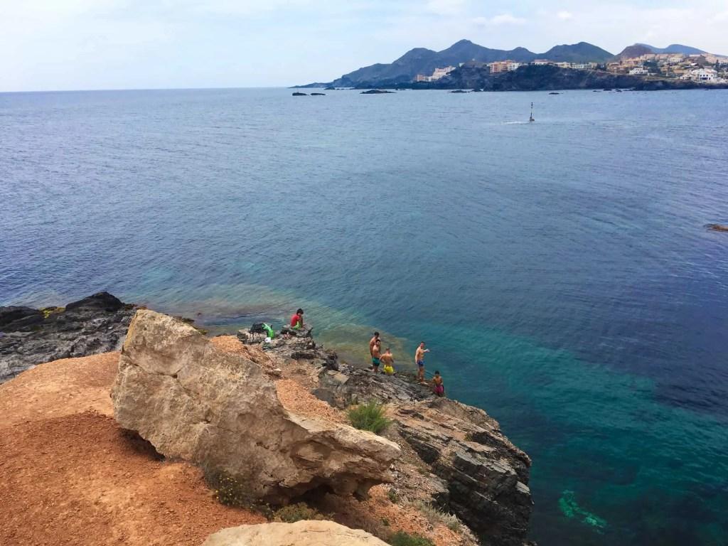 Saltando de las rocas desde El Cañonero en Cabo de Palos