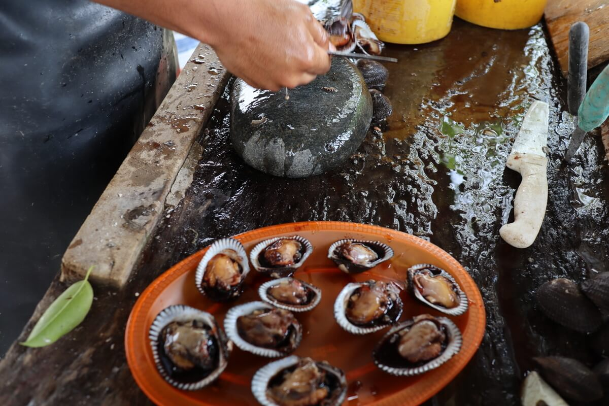 Opening clams in Mexico