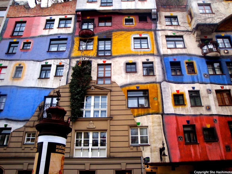 フンデルトバッサーハウス/ウィーン郊外/オーストリア