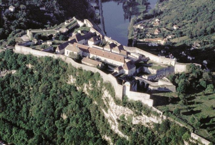 城砦を上空から眺めた様子© ATOUT FRANCE/CRT Franche-Comté/Citadelle