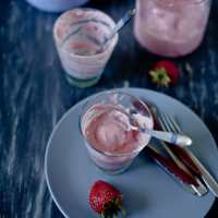 Roasted Strawberries Frozen Yogurt | Playful Cooking