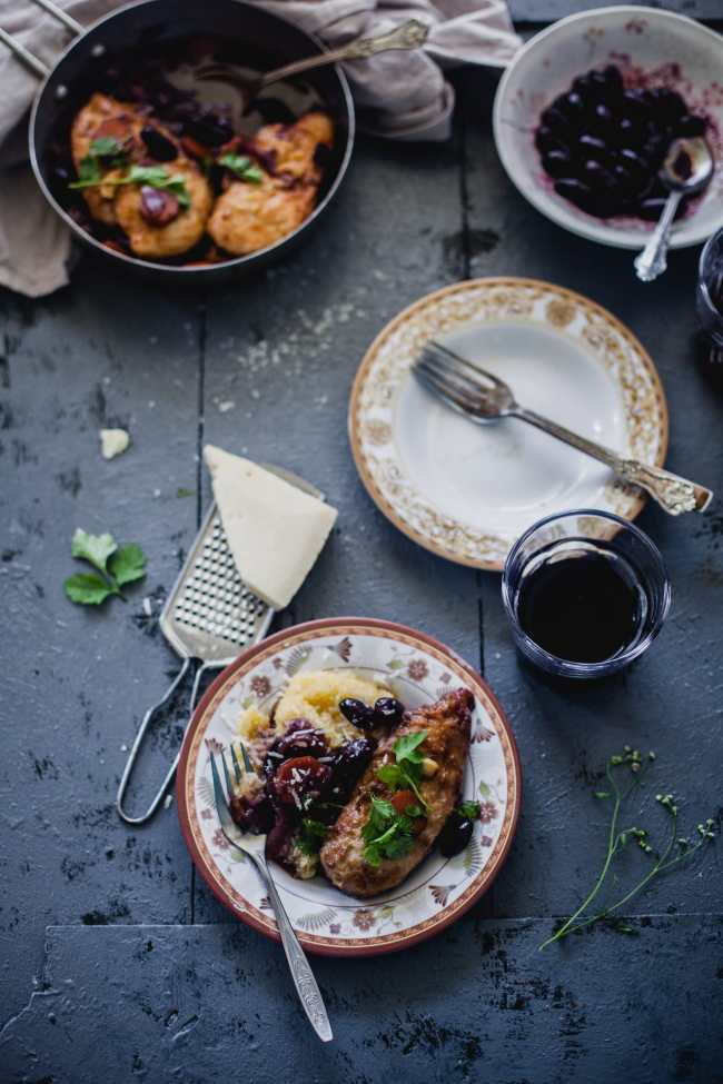 Chicken in red wine, grapes and caramelized onion | Playful Cooking