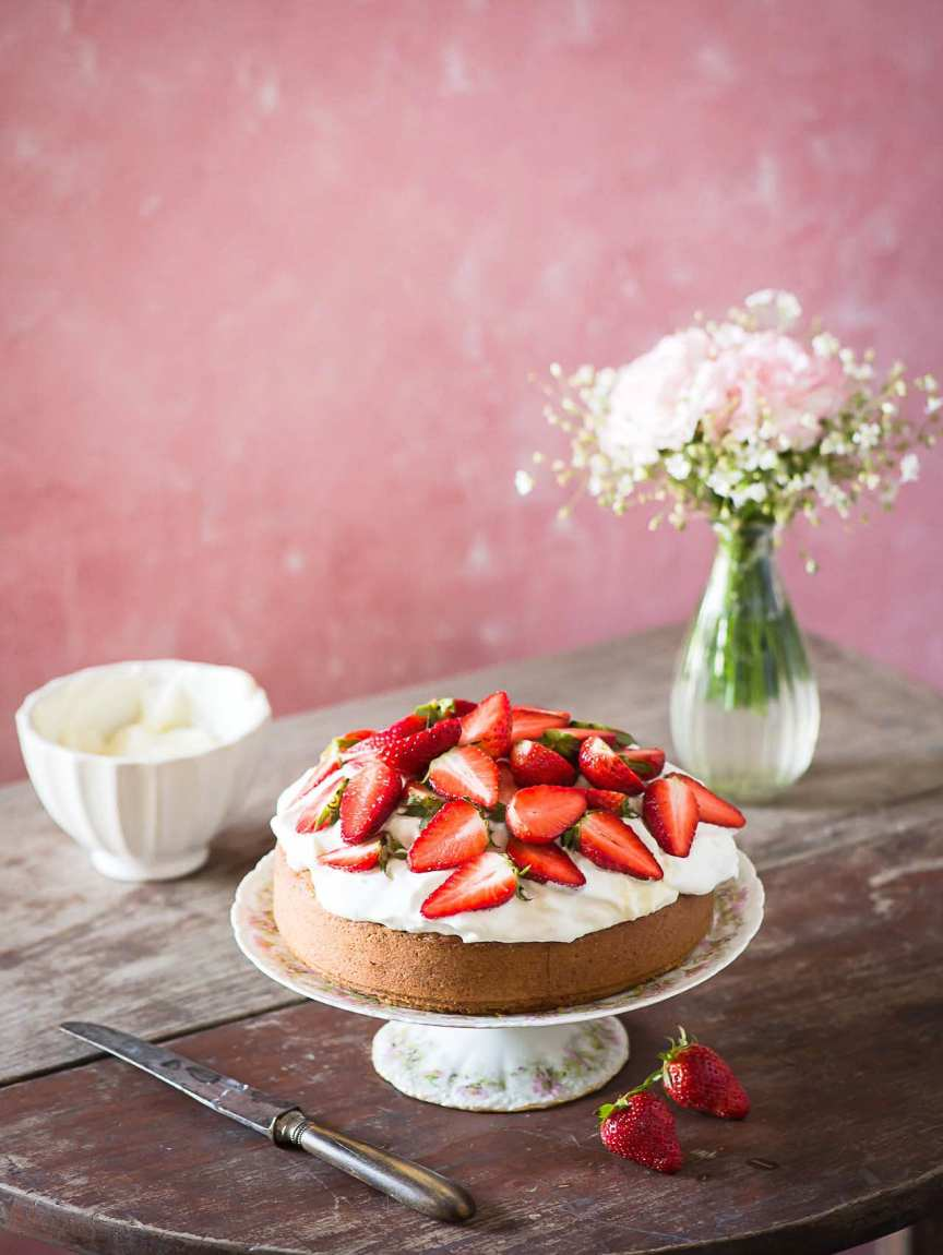Roasted Almonds Cake With Strawberries & Cream (The White Ramekins) | Playful Cooking