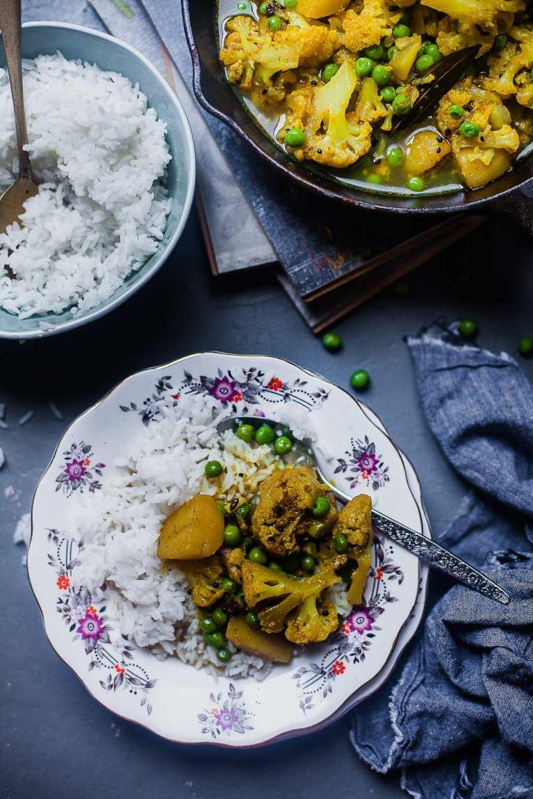 Bengali Style Cauliflower and Potato Curry | Phulkopir Aloo Dalna #cauliflower #potatio #curry #easy #bengali #indian #vegetarian #vegan #glutenfree