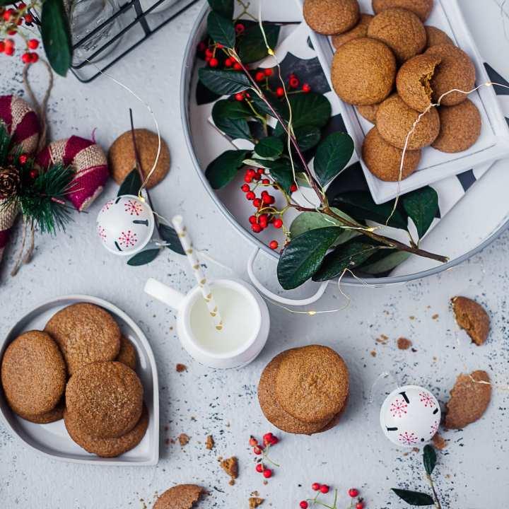 Ginger Cinnamon Molasses Cookies - 2 Ways | Playful Cooking #bakingwithkids #cookies #baking #foodphotography