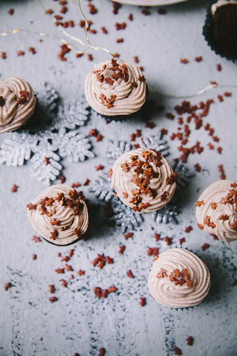 Mini bite size chocolate cupcake | Playful Cooking #cupcakes #gingerbread #cupcakes #buttercream #foodphotography