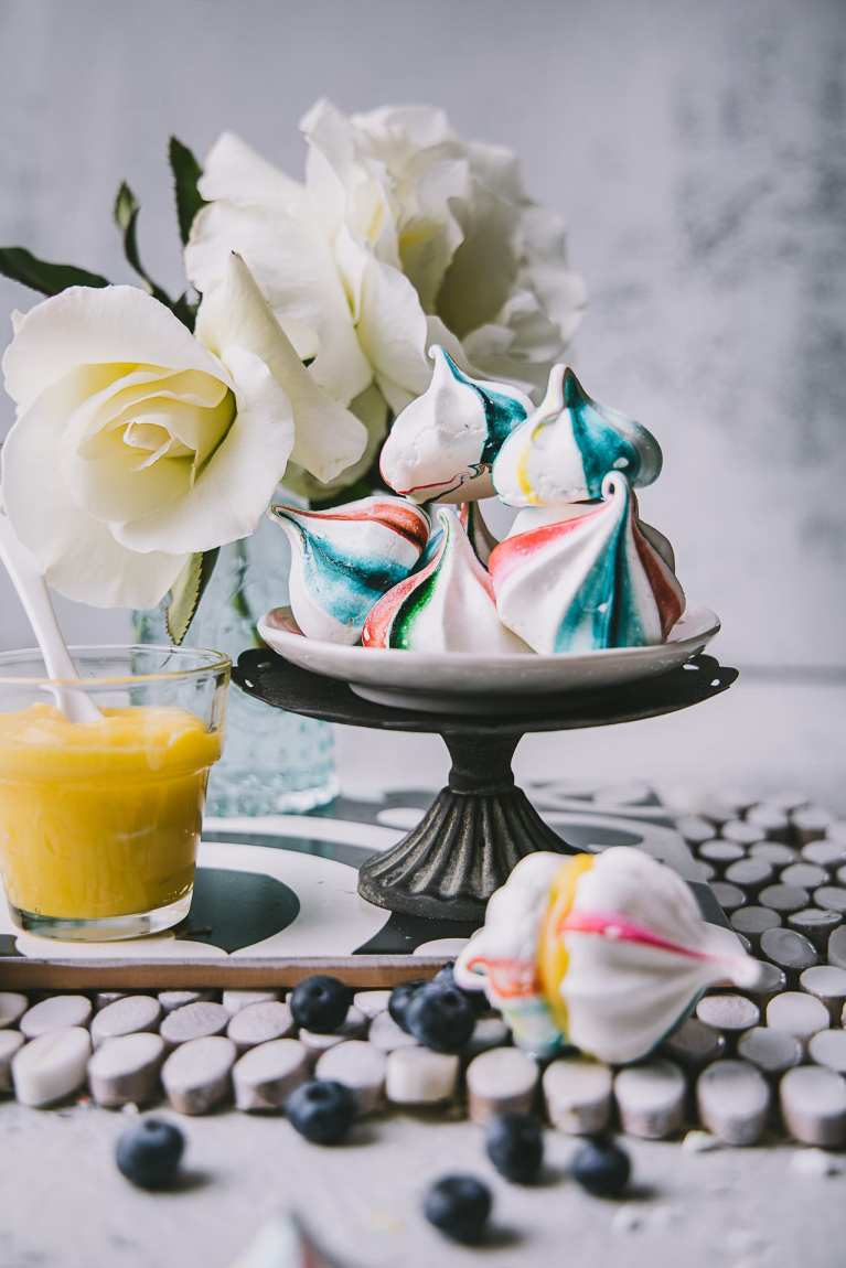 Meringue Cookies with Lemon Curd | Playful Cooking #meringue #cookies #foodphotography #photography