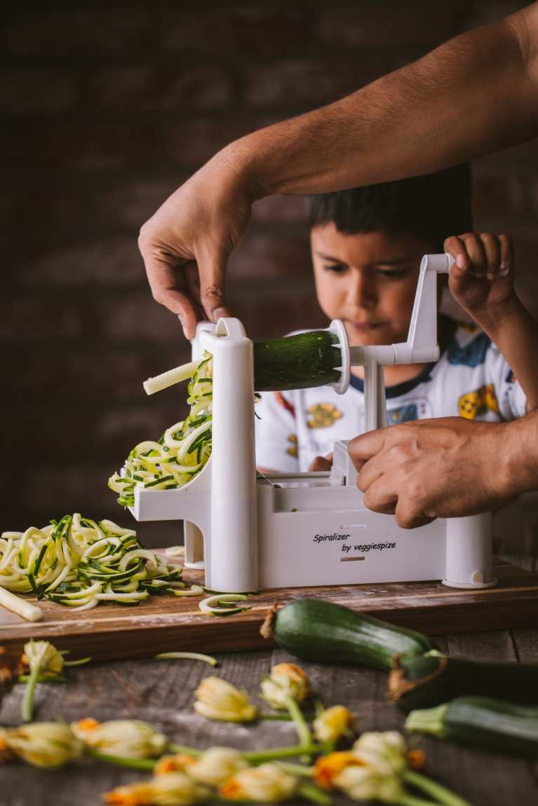 Spiralizing Zucchini #eatinghealthy #foodphotogrpahy #foodstyling #easyrecipe #cookingwithkids