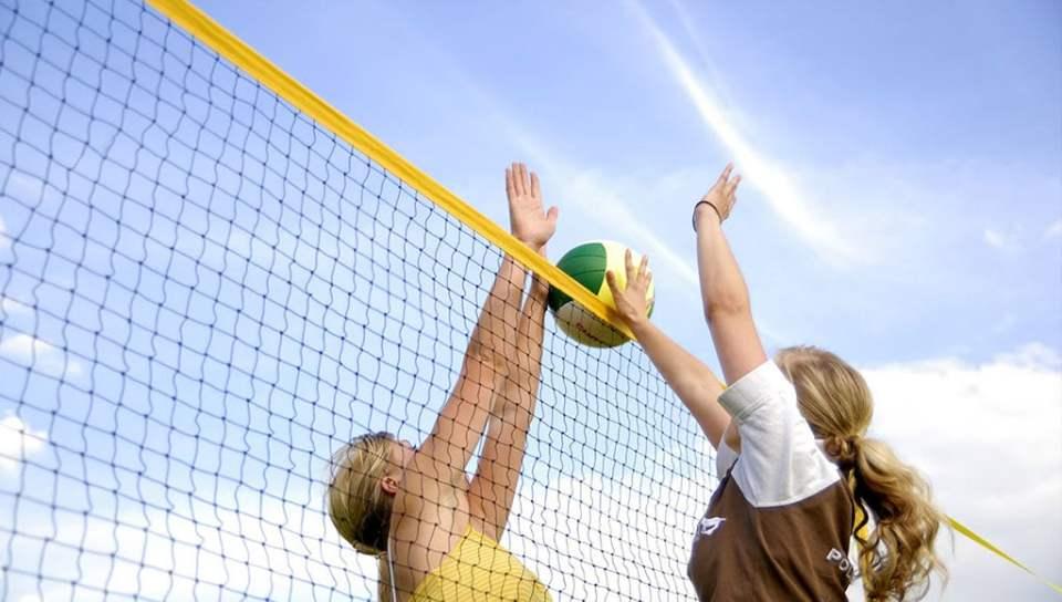 Playgones vous accompagne et vous conseil dans la création de terrain de beach volley.
