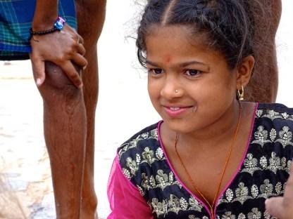 Une petite fille indienne a Hampi dans le karnataka en Inde
