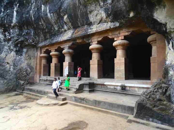 Photo des cavernes sculptees a elephanta island a mumbai en inde