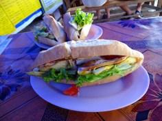 Sandwich poulet-avocat-mayo