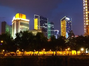 Chengdu by night !