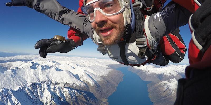Un saut en parachute a queenstown en nouvelle zelande lors dun voyage