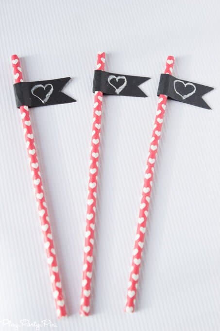 Chalkboard + chocolate Valentine's Day party ideas, also known as a chalklate (chalk + chocolate) party! Such a cute and modern Valentine's day party idea from www.playpartyplan.com