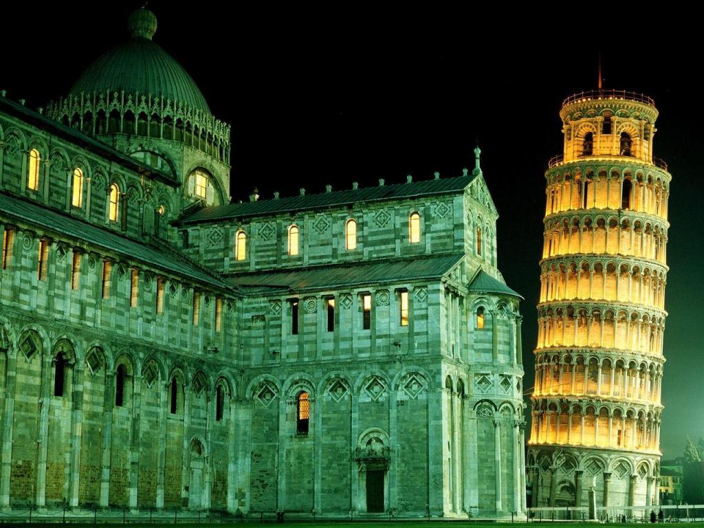 Risultati immagini per torre di pisa notte