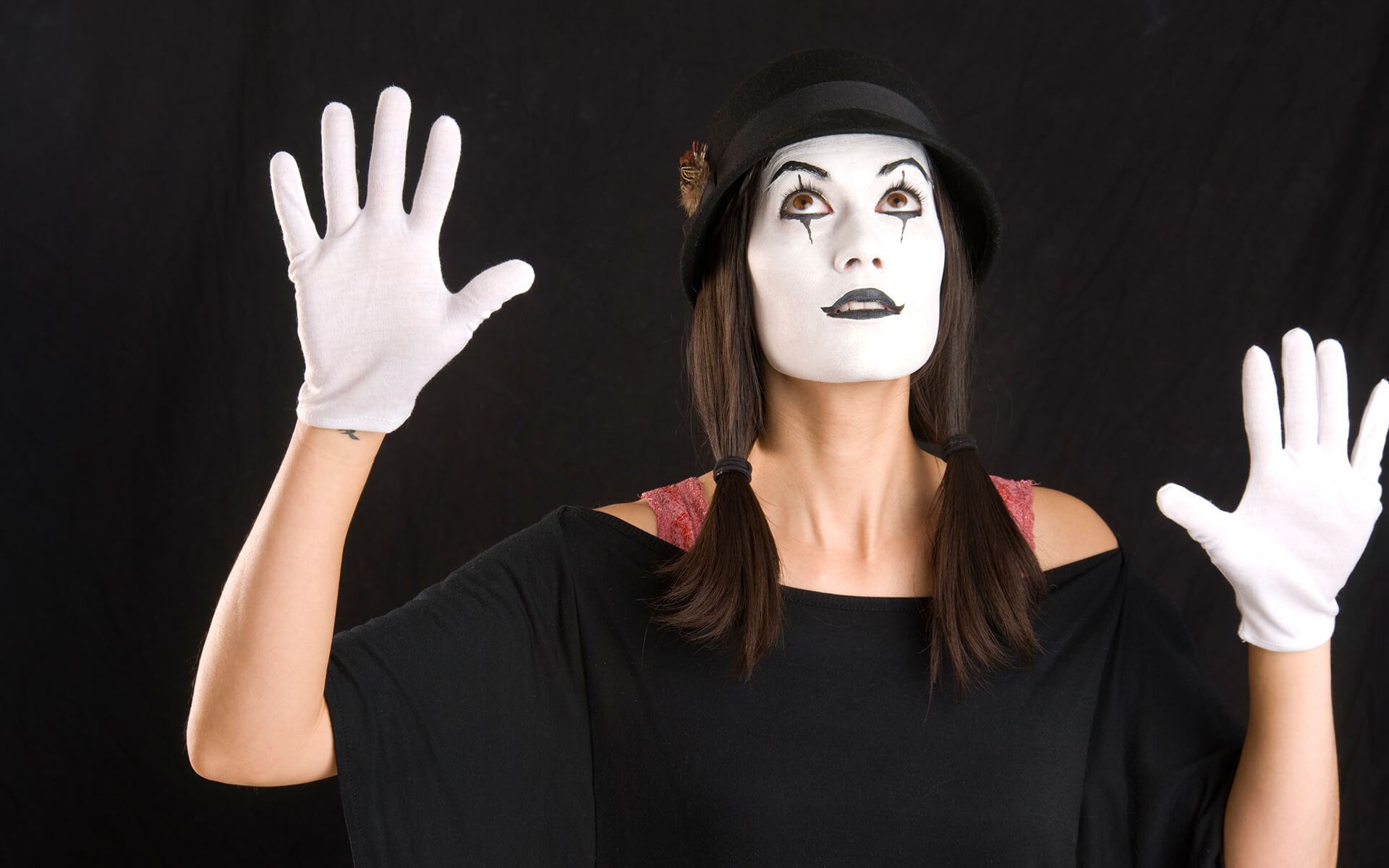 A mime girl