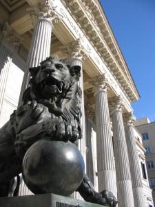 León congreso: Reducir los políticos, y mejorar la representación, es posible.