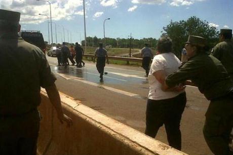 Misiones: la gendarmería arresta a una docente que reclamaba aumento salarial