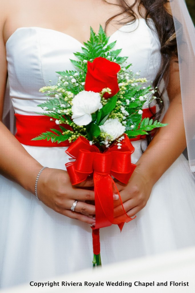 red/white flowers for wedding