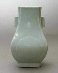 "Chinese Guangxu ""Hu"" form vase"