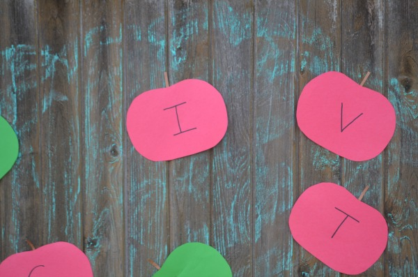 Apple Picking Name Game!  A fun way to practice your child's favorite word!