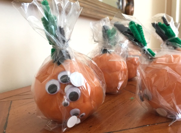 Favor for a Halloween party - make a jack o'lantern kit!