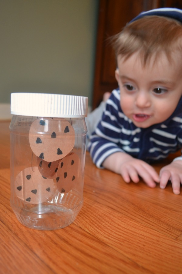Easy to make sensory bottle for babies and toddlers!