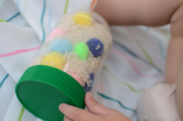 Rainbow activity for toddlers and babies - make a color sensory bottle!