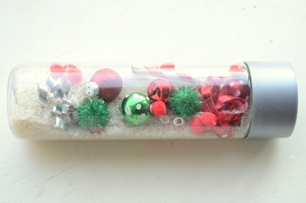 Christmas I Spy bottle - fun Christmas activity for kids!