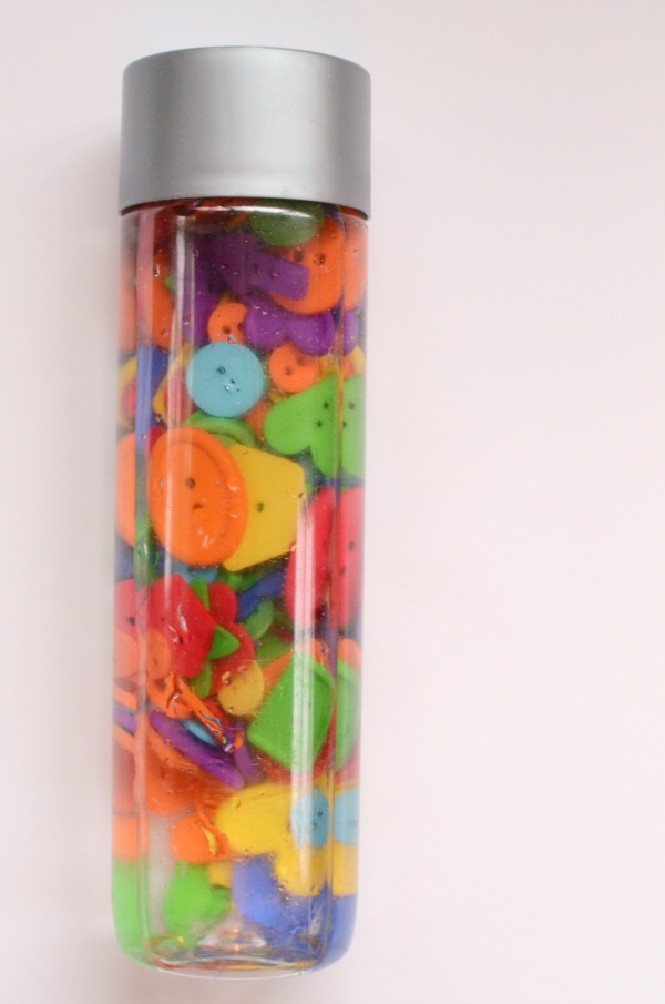 Explore shapes and colors with this button shape discovery bottle! Fun sensory play for preschoolers and toddlers!