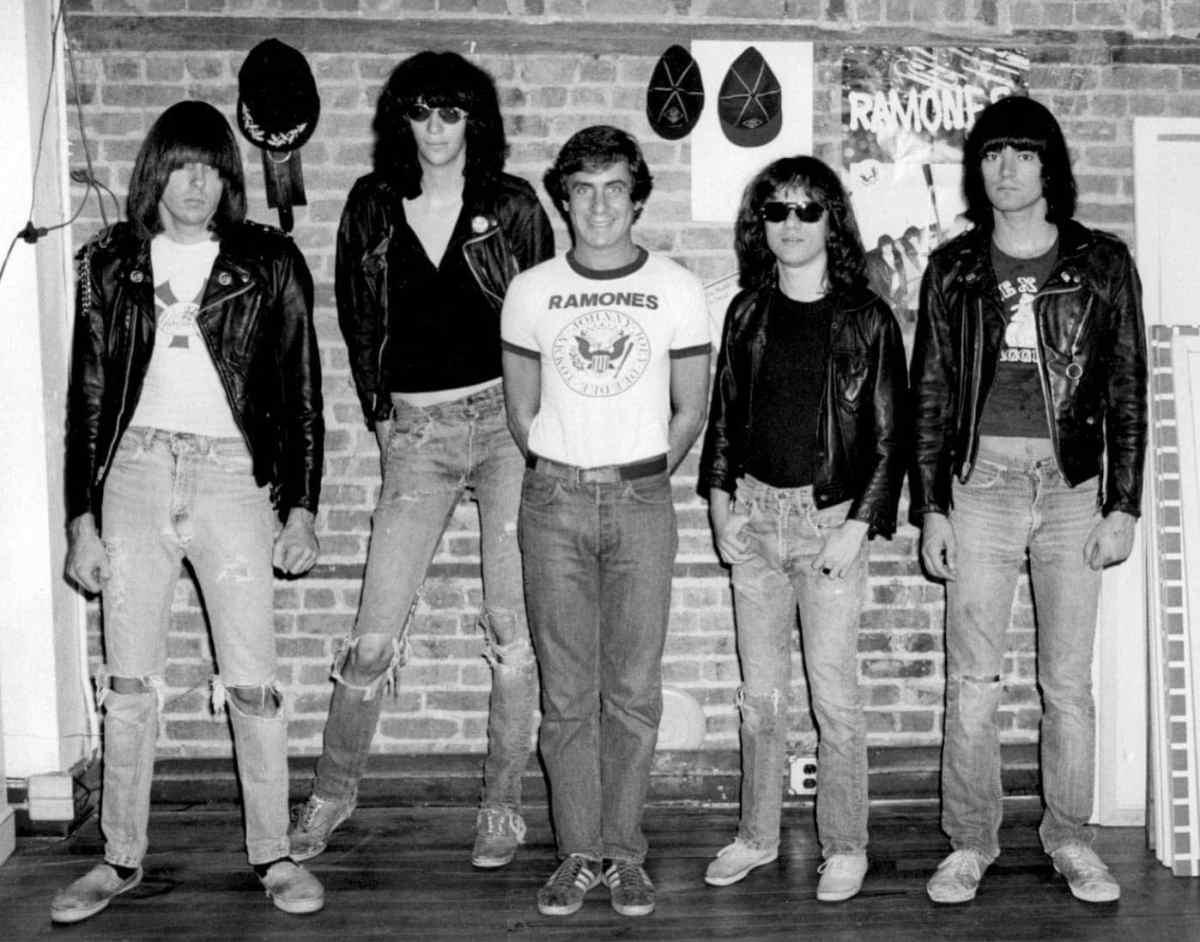 Danny-Ramones-Arturos-by-Bob-Gruen