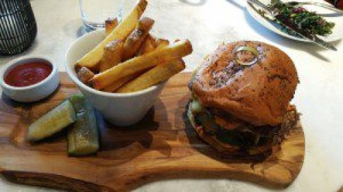The Wally Burger (wagyu beef), Pommes Frites