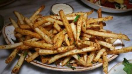 Spicy Fries, harissa powder, toum