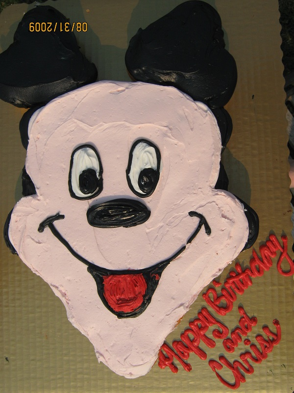 16 Horrendously Awful Disney Cake Disasters Pleated Jeans