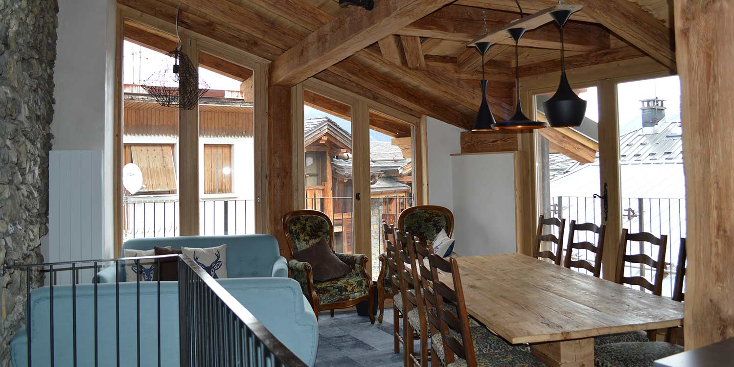 Chalet Swift Courchevel La Praz Upstairs Longue Area