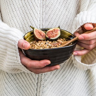 DYI gift vegan chai spiced granola with figs